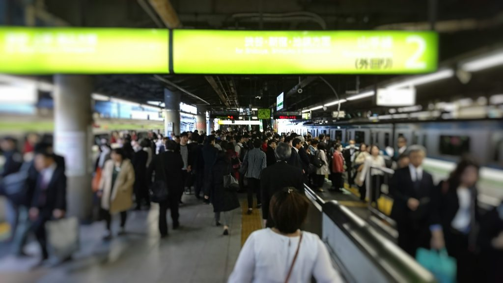 many people in rush hour at Shinagawa